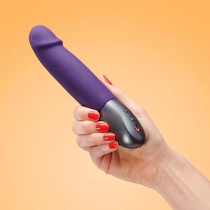 Los placeres de Lola Stronic Real vibrator by Fun Factory